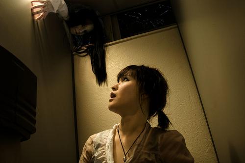 Японцы девушки в лифте, порно видео мужики трахают себя